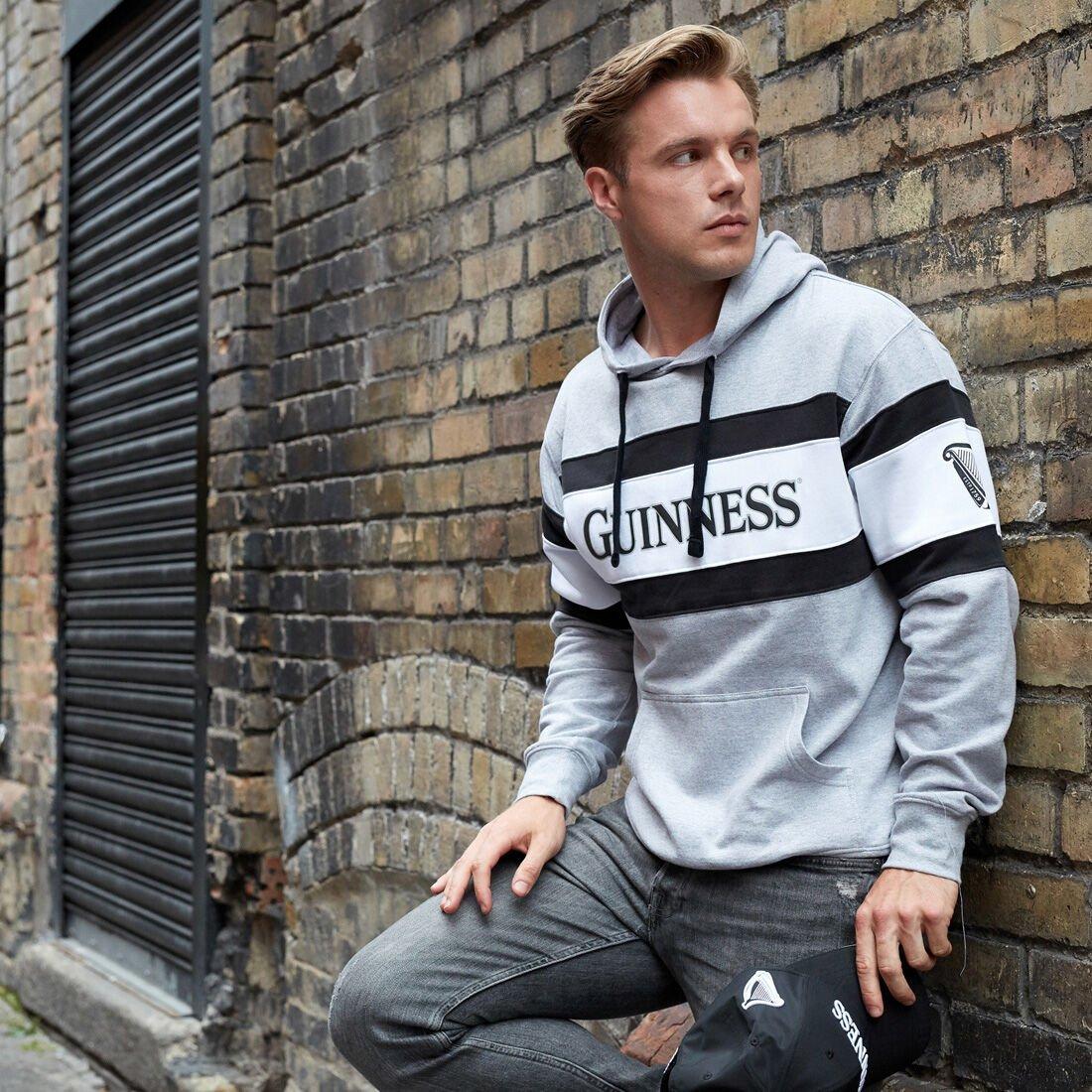 Felpa con cappuccio Guinness con logo e scritta Guinness - Modello - Viaggiare in Irlanda