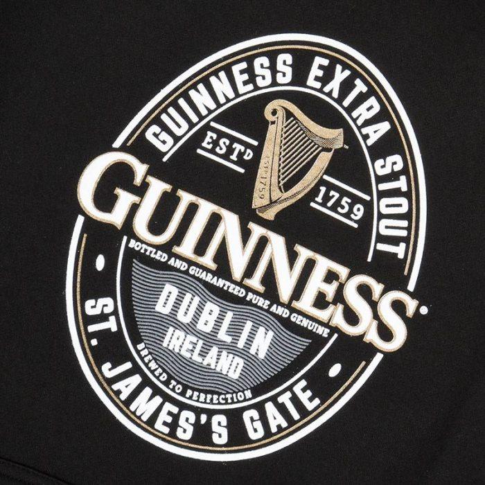 Felpa con Cappuccio Guinness di colore nero con Logo Ufficiale - Retro - Dettaglio Logo - Viaggiare in Irlanda